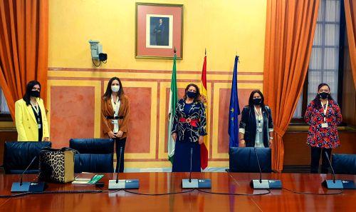 Carmen Crespo se reune con las ganadoras del Reto del Programa Áurea